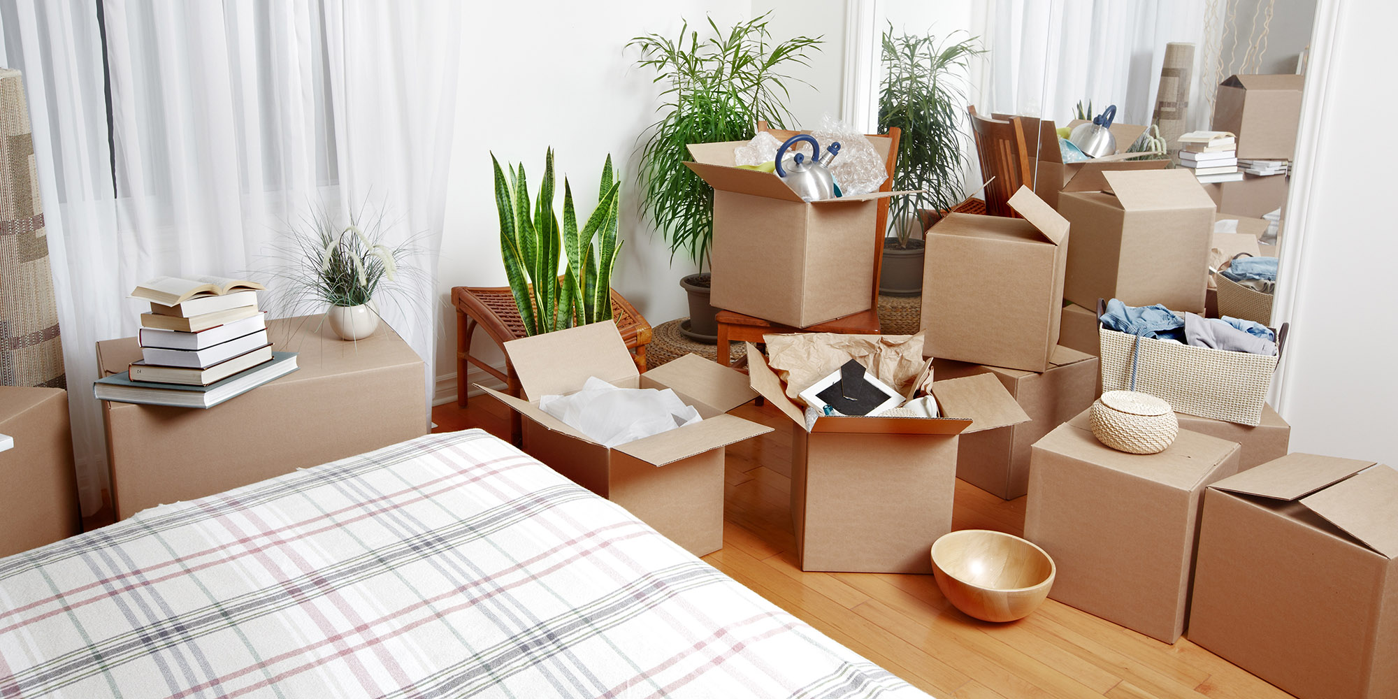 Image of unpack boxes to represent new home, first time buyer mortgage advisor in Stirling